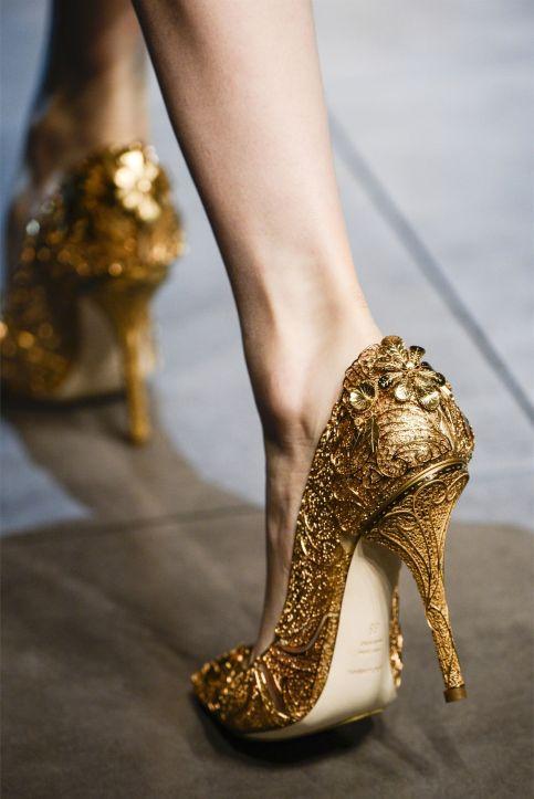 gold heels milan